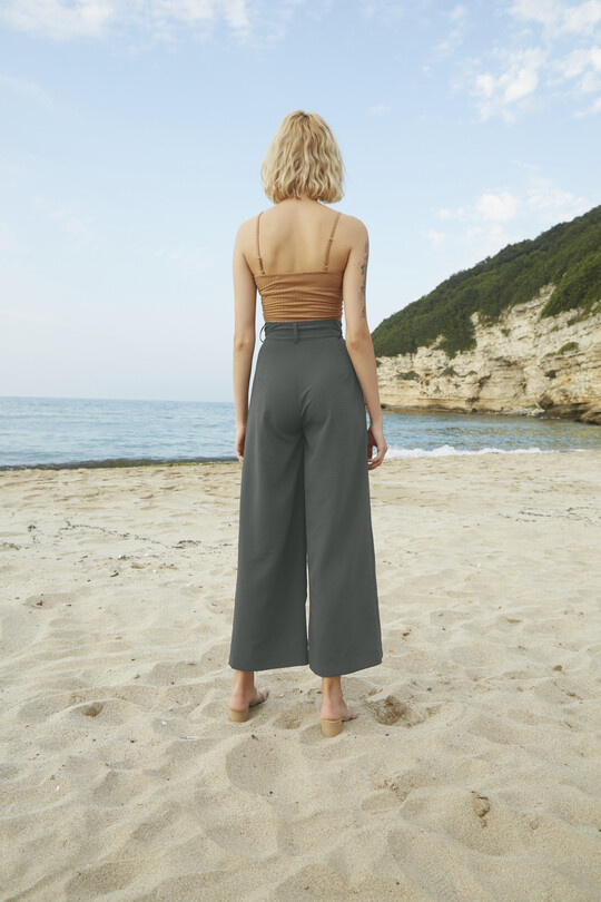Belted baggy cut trousers-khaki