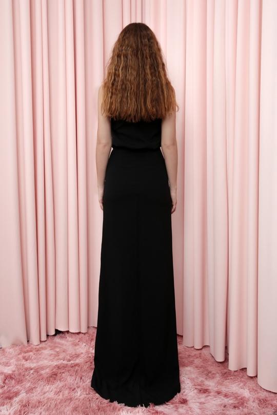 düz kumaşlı askılı beli büzgülü uzun elbise