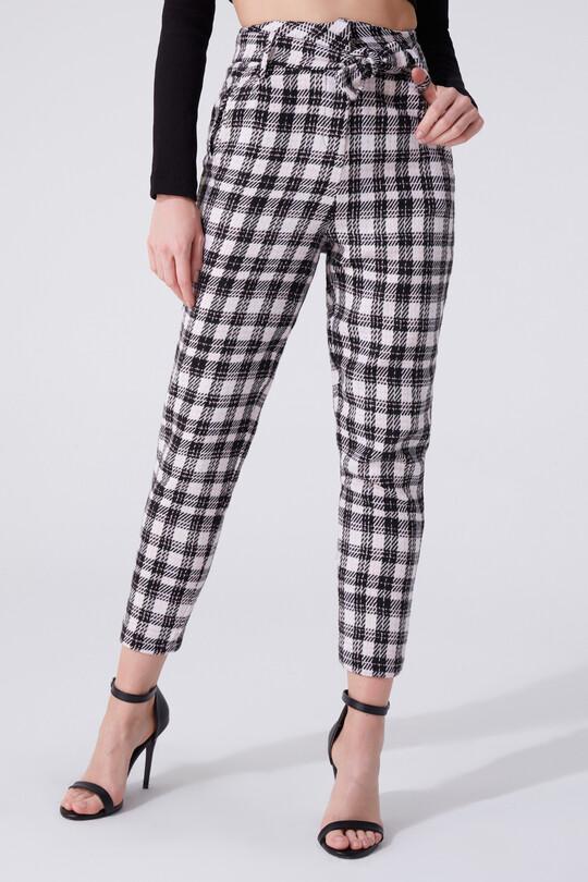 High waist carrot pants with plaid waistband
