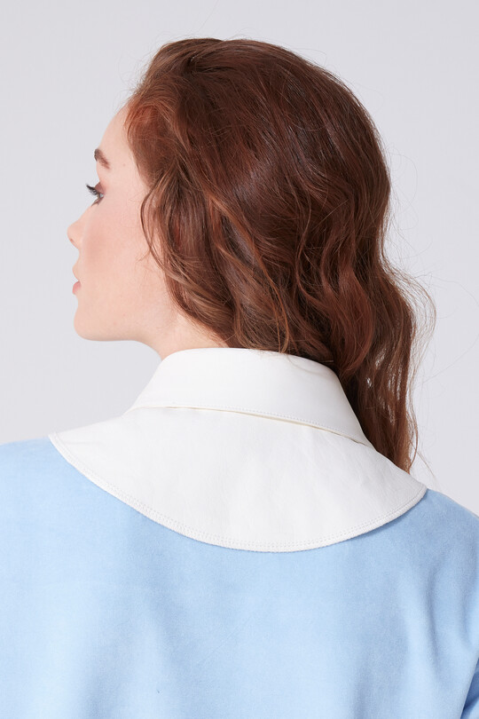 LATCHED LEATHER COLLAR