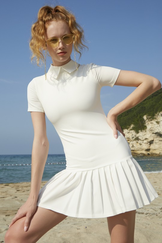Mini dress with white collar and pleated skirts-white
