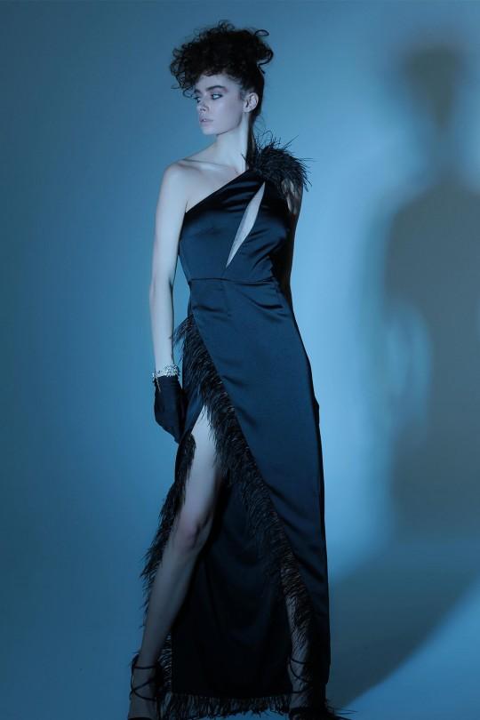 Tek Omuzlu Tüy Detaylı Derin Yırtmaçlı Uzun Elbise