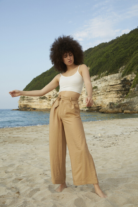 BERFUĞ KIRAN - plenty fitted and belted trousers-cream