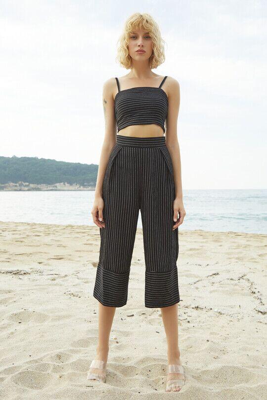 Short Leg Wide Cut Trousers-BLACK